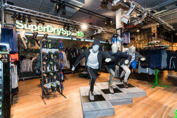 quality design 4ce37 84d7b Läden: Superdry hat weltweit größten Laden in Berlin eröffnet