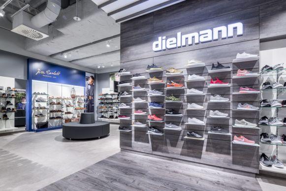 pretty nice 04b78 2ce5b Läden: Store des Tages: Dielmann in Ansbach
