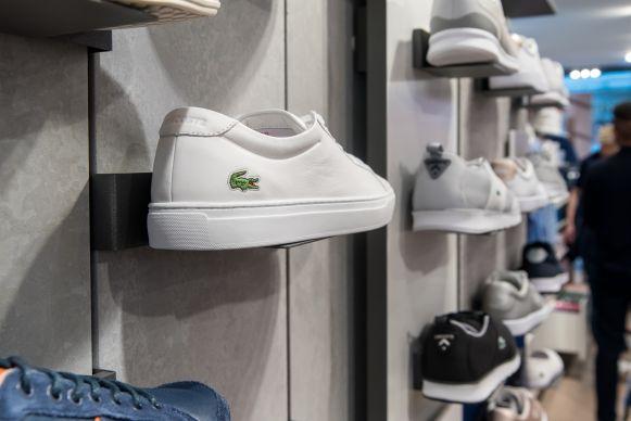 new arrival f55c9 5edd5 Läden: Store des Tages: Lacoste in Köln und Frankfurt