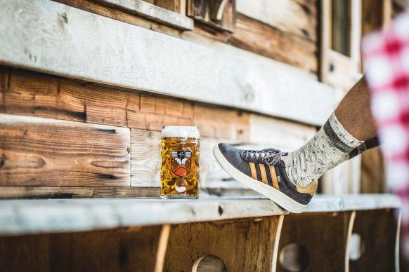 Lanciert Wiesn Turnschuh Originals Sneaker OktoberfestAdidas Zum NkPZnwO0X8