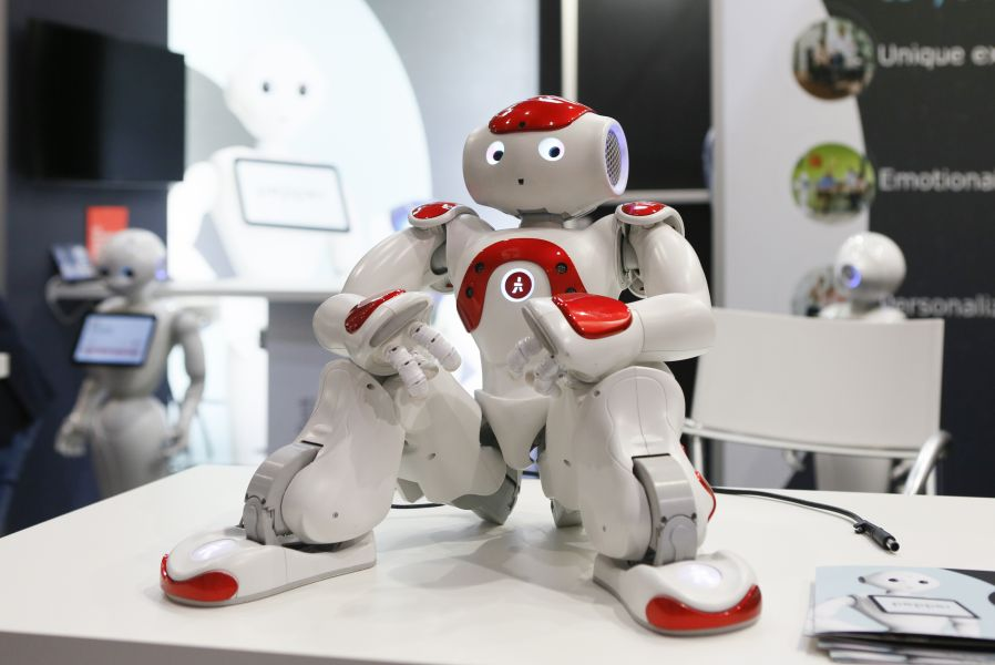 Real und doch digital: Der Roboter am Point of Sale.