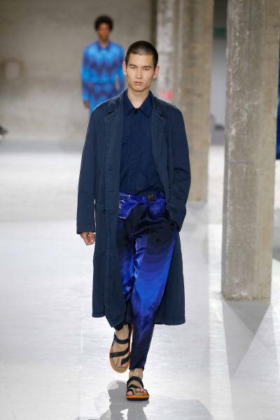 Blaue Welle / Dries Van Noten