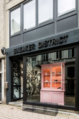 Ausstellungsstücke. Sneaker District in Antwerpen