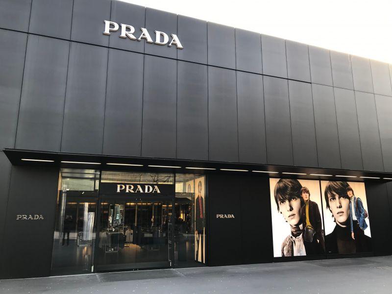 b6cb3ee0a05f4c Die Eröffnung von Prada 2012 war für die Outletcity-Macher der Durchbruch  in Richtung Luxus