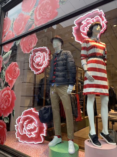 Rosenrelief bei Gant in London.