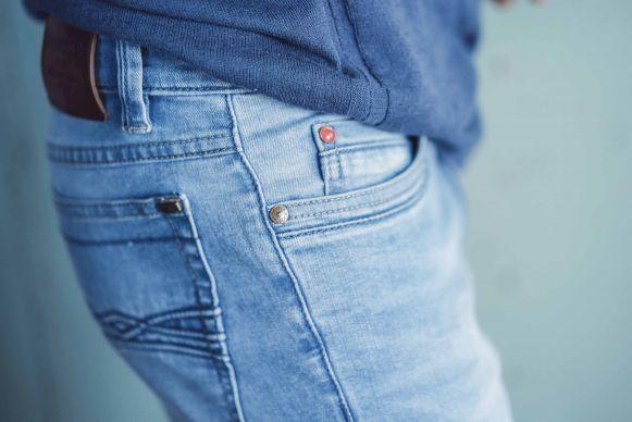 73b43d0916e0a5 Die progressive Spitze bilden hier Moonwash-Jeans, die mit ihrer Optik an  die Looks