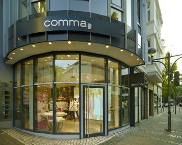 comma neu in k ln. Black Bedroom Furniture Sets. Home Design Ideas
