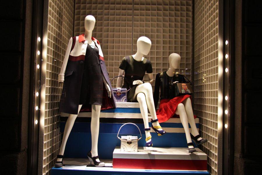 b7e7b7307dc6f Läden  Window Shopping in Mailand