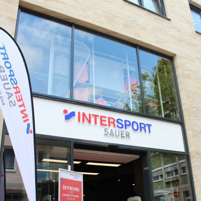 Intersport Sauer: Der rote Pilot der Intersport