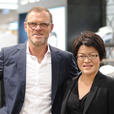 Olymp-Chef Mark Bezner gemeinsam mit Marin Leelanuwatana, Deputy Vice President of Foreign Business Development bei Thanulux.