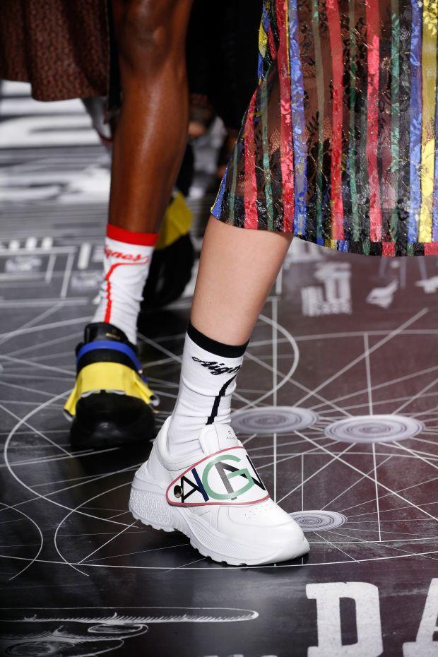 Strumpfhosen Trends 2019 – Muster und Spitzen Fashion is