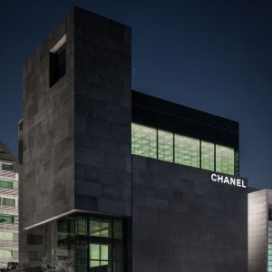 Ein Monument aus Lavastein: Chanel in Seoul