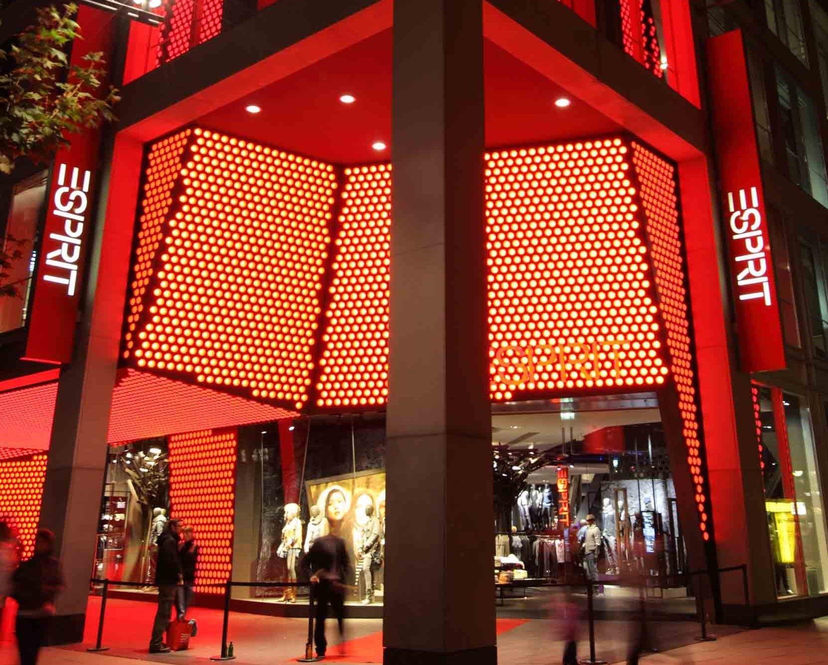 unternehmen esprit er ffnet gr ten store in frankfurt. Black Bedroom Furniture Sets. Home Design Ideas